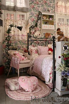 This is one awesome shabby kids room! That wallpaper is gorgeous! ♥ Love ♥