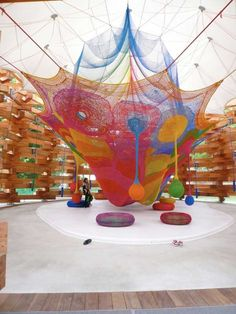 Toshiko Horiuchi MacAdam, who orders yarn by the ton for her creations, is the textile artist behind the oft photographed net constructions at the Hakone sculpture park in Sapporo Japan. Playground Design, Indoor Playground, Children Playground, Play Spaces, Kid Spaces, Public Spaces, Atelier Architecture, Timber Architecture, Japanese Architecture