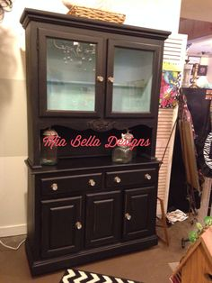 Painted in licorice, inside is baby boo, then black re-vax! Zero voc and non toxic paints Old Furniture, Recycled Furniture, Dresser Ideas, Non Toxic Paint, Diy Recycle, Paint Colors, Zero, Shabby, Stylists