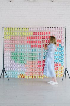 diy paper DIY Paper Chain Backdrop - The Pretty Life Girls Party Kulissen, Party Time, Vitrine Design, Paper Chains, Diy Papier, Backdrops For Parties, Crafty Craft, Event Decor, Diy Design
