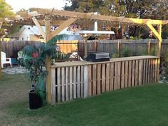Outdoor Bar Made From Pallets   Share