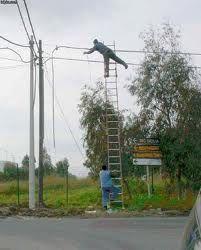 Risultati immagini per foto assurde sicurezza sul lavoro