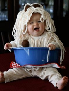 Spaghetti DIY Halloween Costume--Halloween here we come! Diy Halloween, Halloween Bebes, Halloween Clothes, Toddler Halloween, Halloween Tricks, Halloween Stuff, Vintage Halloween, Happy Halloween, Creative Costumes