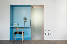Rustig en open interieur met véél kleur op 55 vierkante meter - Roomed   roomed.nl