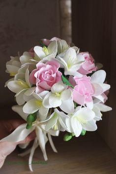 Свадебный букет из роз и фрезий из зефирного фоамирана