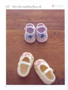 babay shoe crochet with pattern - Le monde-creatif Knitting For Kids, Crochet For Kids, Baby Knitting, Crochet Baby Sandals, Crochet Slippers, Crochet Bebe, Knit Crochet, Baby Patterns, Crochet Patterns