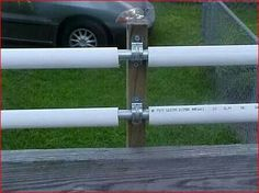 metel electric conduit for the inner bar and pvc pipe for the outer roller. metel electric conduit for the inner bar and pvc pipe for the outer roller. Dog Proof Fence, Cat Fence, Diy Dog Fence, Pipe Fence, Farm Life, Dog Life, Coyote Rollers, Anti Chat, Canis