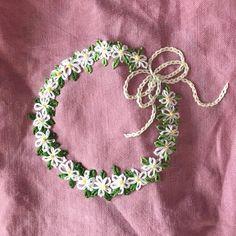 -2017/03/31 원피스형 앞치마 다른 주머니 하나 더~ 초간단 리스를~ . . . . . By Alley's home #embroidery#knitting#crochet#crossstitch#homemade#homedecor#needlework#antique#vintage#flower#silkribbonembroidery#프랑스자수#진해프랑스자수#창원프랑스자수#마산프랑스자수#리본자수#꽃자수#자수타그램#실크리본자수#창원프랑스자수_앨리의프랑스자수리본자수#진해프랑스자수_앨리의프랑스자수리본자수#앨리의프랑스자수#자수소품#손자수#리본자수수업#꽃다발자수#창원프랑스자수수업#자수앞치마#자수리스#apron
