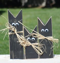 Reclaimed Wood Black Cat Decor. Rustic Primitive Style. Set of Three. For Thanksgiving and all year round! Hand-Painted Cast Iron Black and Hand Distressed. With Googley Eyes and Natural Rafia Bows. D