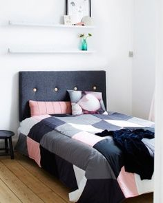 Makeover i soveværelset I Live Alone, Moving In Together, Home Pictures, Bedroom Inspo, Sweet Dreams, Future House, Comforters, Blanket, Headboards
