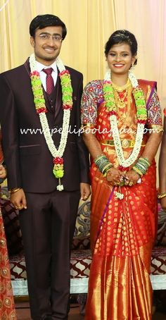 Order Fresh flower poolajada, bridal accessories from our local branches present over SouthIndia, Mumbai, Delhi, Singapore and USA. Wedding Garlands, Flower Garlands, Telugu Wedding, Hindu Bride, South Asian Bride, Mehendi, Bridal Accessories, Artificial Flowers, Branches