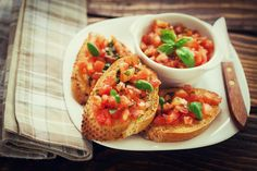 Selective-focus image of Bruschetta with colorful salsa/chutney Red Tomato, Sliced Tomato, Better Boy Tomato, Bruschetta Recept, Types Of Tomatoes, Beefsteak Tomato, Relish Trays, Tomato Cages, Mexican Food Recipes