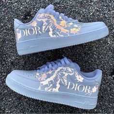 Door x Nike folgt uns auf jeden Fall! V - Gucci rucksack - Dior Sneakers, Cute Sneakers, Sneakers Fashion, Fashion Shoes, Fashion Clothes, Sneakers Women, Jordan Shoes Girls, Girls Shoes, Nike Shoes Air Force
