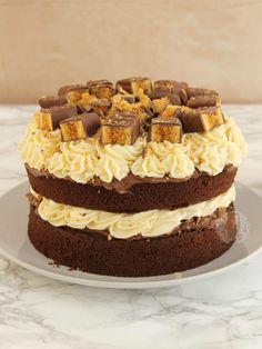 ingredients Chocolate Cake – Unsalted Butter/Stork – light Brown Sugar – 7 Medium free-variety Eggs – Self-raising Fl. Crunchie Cupcakes, Toffee Cake, Toffee Cheesecake, Fudge Cake, Yummy Treats, Sweet Treats, Yummy Food, Honeycomb Cake, Janes Patisserie