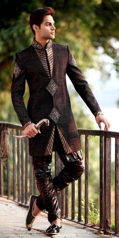 20 Latest Style Wedding Sherwani For Men and Styling Ideas - Men Clothes Styles Indian Men Fashion, African Fashion, Mens Fashion, Groom Fashion, Fashion Outfits, Mode Masculine, Wedding Sherwani, Mens Sherwani, Punjabi Wedding