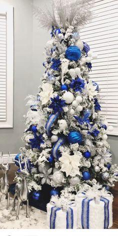 Blue Christmas Tree Decorations, Elegant Christmas Trees, Christmas Tree Design, Christmas Colors, Christmas Themes, Christmas Crafts, Silver Christmas, Christmas Tree Inspiration, Merry
