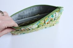 gathered clutch tutorial - Noodlehead, a quick and fun clutch with a gathered front. Perfect for making use of scraps!