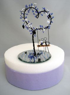 Wire Heart Bead Tree Wedding Cake Topper Made To by wireforest Purple Wedding Cakes, Wedding Cakes With Flowers, Flower Cakes, Jewelry Tree, Wire Jewelry, Copper Wire Art, Wire Crafts, Bead Crafts, Tree Wedding