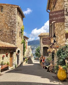 In Gourdon, France. Vacation Destinations, Dream Vacations, Beautiful Buildings, Beautiful Places, La Provence France, The Places Youll Go, Places To Visit, Valensole, Beaux Villages