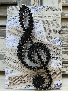This wooden decoration of the Sol Key on a Music score backround - Mach Es. This wooden decoration of the Sol Key on a Music score backround - Mach Es Selbst DIY, String Art Diy, String Crafts, Music Crafts, Fun Crafts, Diy And Crafts, Music Symbols, String Art Patterns, String Art Tutorials, Doily Patterns