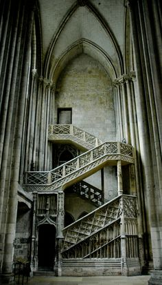 Gothic staircase, Cathédrale Notre-Dame, Rouen, France  -  Por iolaire. / http://www.flickr.com/photos/iolaire24/2695915823/sizes/o/in/photostream/