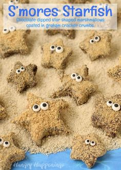 All you need are basic ingredients to Make Your Own S'mores Starfish Treats. Marshmallows, graham crackers and chocolate along with some candy eyes. Ocean Snacks, Ocean Food, Ocean Themed Food, Beach Treats, Summer Treats, Marshmallows, Animal Snacks, Ocean Day, Under The Sea Party