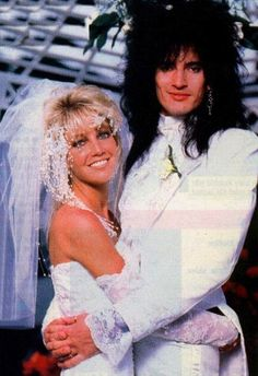 one of the ultimate rocker babes of the one and only heather locklear. every girl wanted to look like and be her.esp when she was with tommy lee (that was way before pamela). Star Wedding, Wedding Pics, Wedding Couples, Wedding Styles, Wedding Shot, Celebrity Wedding Photos, Celebrity Couples, Celebrity Weddings, Tommy Lee