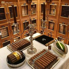 Cigars & Whiskeys — 👌🔥💨 📸 from . Good Cigars, Cigars And Whiskey, Zigarren Lounges, Cigar Shops, Cigar Art, Cigar Club, Cigar Humidor, Cigar Boxes, Cigar Room