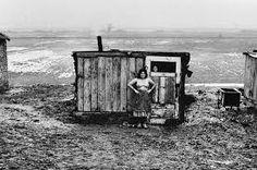 Josef Koudelka (b. January is a Czech photographer. Josef Koudelka was born in 1938 in Boskovice, Moravia. Prague, Street Photography, Art Photography, Gypsy Life, Gypsy Soul, Photographer Portfolio, Famous Photographers, Ansel Adams, Magnum Photos