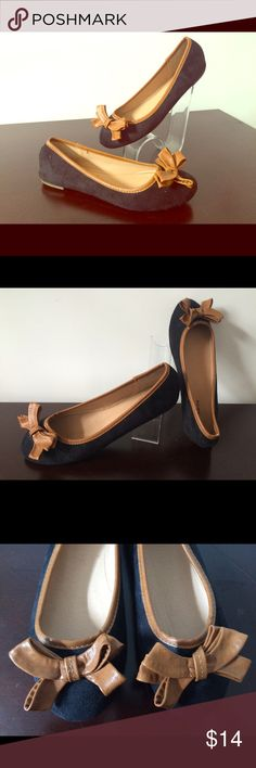 Electric Karma Black Ballet Flat Up for sale are these comfy ballet flats featuring bow detail. Cushioned insole, faux suede. Black & tan color pairs well w/ a boho skirt & cold shoulder blouse. Originally purchased for $21. Kept in storage, never worn! Electric Karma Shoes Flats & Loafers