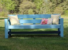 Pretty and modern outdoor bench, very easy to make! Pretty and modern outdoor bench, very ea Diy Outdoor Furniture, Furniture Plans, Diy Furniture, Outdoor Decor, Concrete Furniture, Furniture Dolly, Wicker Furniture, Furniture Storage, Furniture Online