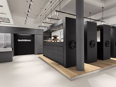 furniture showroom ing a string of new showroom openings across the globe, Gaggenau raises the curtain of its largest European flagship in the Netherlands. Showroom Interior Design, Furniture Showroom, Design Furniture, Visual Merchandising, Exhibition Room, Shop Signage, Tiny House Loft, Kitchen Showroom, Architecture Magazines