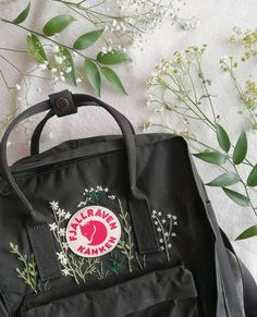 rucksackstickerei diy backpack embroidery diy Braid especially,for housewives, is good for Fell capable. Diy Embroidery Designs, Embroidery Bags, Cute Embroidery, Embroidery Stitches, Embroidery Patterns, Mochila Kanken, Diy Backpack, Kanken Backpack, Broderie Anglaise Fabric