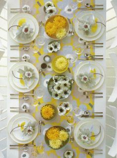 ideas for wedding spring yellow table settings Beautiful Table Settings, Wedding Table Settings, Yellow Table, Black Table, Martha Stewart Weddings, Yellow Wedding, Floral Wedding, Wedding Flowers, Table Arrangements
