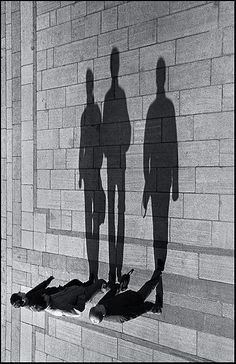 24 Light and Shadow Photography for Inspiration - vintagetopia Black N White, Black White Photos, Black And White Photography, Light And Shadow Photography, Creative Photography, Street Photography, Art Photography, Photography Lighting, Advanced Photography