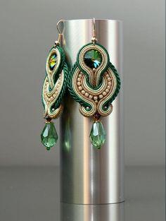 Verde orecchini soutache con Cristallo Swarovski. da ANBijou su Etsy