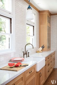 Dark, light, oak, maple, cherry cabinetry and yellow wood kitchen cabinets. CHECK THE PIC for Lots of Wood Kitchen Cabinets. Kitchen Cabinetry, Upper Kitchen Cabinets, Kitchen Remodel, Modern Kitchen, Home Kitchens, Light Wood Kitchens, New Kitchen Cabinets, Kitchen Renovation, Kitchen Design