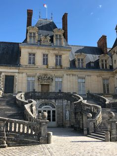 french architecture Former main entrance at the palatial and luxurious Chateau de Fontainebleau Watercolor Architecture, Architecture Sketchbook, Modern Architecture House, Futuristic Architecture, Architecture Details, Architecture Collage, Architecture Quotes, Landscape Architecture, Hotel Des Invalides