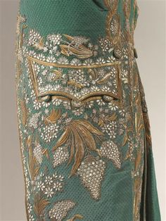 Historical fashion and costume design. Zardozi Embroidery, Hand Embroidery Dress, Couture Embroidery, Gold Embroidery, Embroidered Clothes, Hand Embroidery Designs, 18th Century Clothing, 18th Century Fashion, 18th Century Costume
