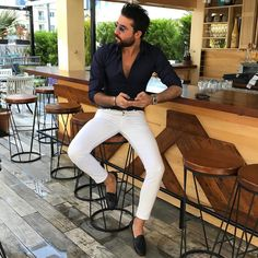 Tips for Selecting the Best Mens Fashion Shirts - Top Fashion For Men Urban Fashion, Men's Fashion, Fashion Tips, Fashion Design, Fashion Ideas, Lifestyle Fashion, Moda Chic, Men With Street Style, Style Casual