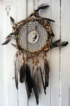 Foot is a cool idea - diy tattoo project Dream Catcher Mobile, Dream Catcher Art, Deco Boheme Chic, Diy And Crafts, Arts And Crafts, Native American Crafts, Medicine Wheel, Inspirational Wall Art, Wind Chimes