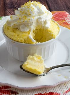 Sugar Free Lemon Mug Cake made low carb, gluten free, and a single serving for portion control! (dessert recipies for kids low carb) Sugar Free Deserts, Low Carb Deserts, Low Carb Sweets, Sugar Free Recipes, Healthy Sweets, Low Carb Recipes, Low Sugar Desserts, Healthy Recipes, Healthy Foods