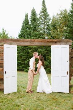 Rustic-Door-Wedding-Decor