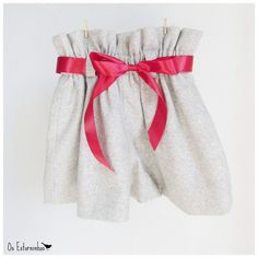 Girls paper bag shorts  Gray wool   Red satin by OsEstorninhos, €20.00