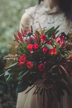 nautral wedding flowers made by local queenstown wedding florist