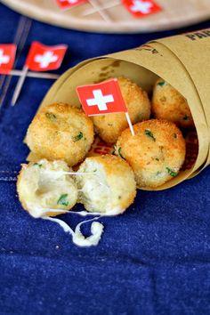 Polpette di patate e pane con cuore filante al Gruyère