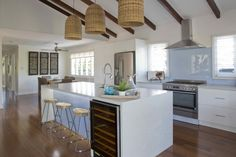 Maddi and Lloyd's coastal-chic kitchen - designed and renovated by Adam and Lisa - scored three perfect making it the highest-scoring room in House Rules history. All White Kitchen, New Kitchen, Kitchen Island, Kitchen Reno, Beach House Kitchens, Home Kitchens, Dream Kitchens, Kitchen Rules, Kitchen Ideas
