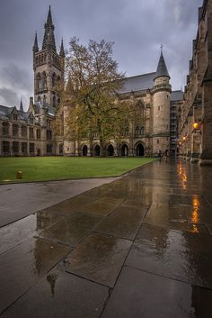 Quadrangle, Looking towards the bell tower, Bute Hall and cloisters of Glasgow University, Scotland
