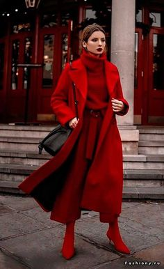 Outfit l Inspiration l Style 123 Ideas to Wear Colored Coats This Winter Mode Monochrome, Monochrome Outfit, Monochrome Fashion, Fashion 2020, Look Fashion, Fashion Design, Fashion Trends, 2000s Fashion, Trendy Fashion