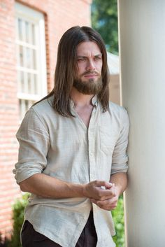 Tom Payne as Paul Rovia aka Jesus (The Walking Dead) Season Episode Knots Untie Jesus The Walking Dead, Walking Dead Show, Walking Dead Season 6, Walking Dead Tv Series, Walking Dead Zombies, Paul Rovia, Jesus Death, Tom Payne, Fandoms
